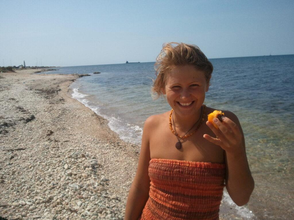 Bodydecoded-Юлия Сианто на фоне моря